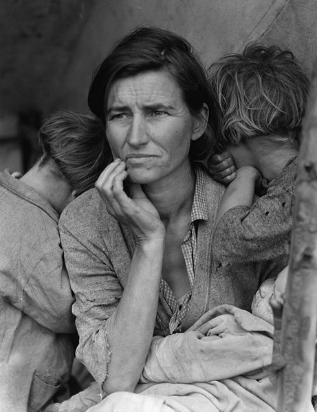 Florence Thompson with several of her children in a photograph known as Migrant Mother